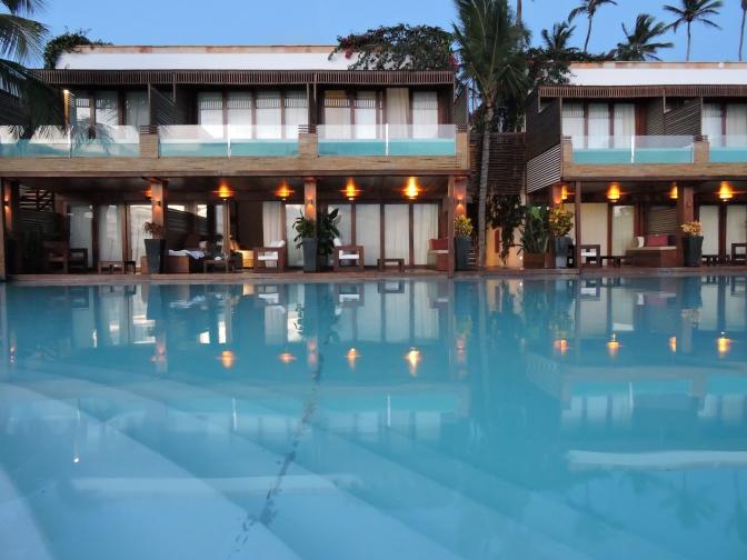 Hotel Essenza Jericoacoara: una piscina en el balcón y el mar en la habitación